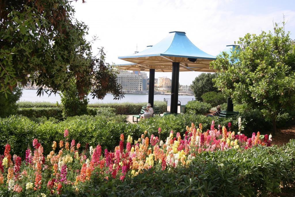 Sliema, Independence Gardens, free wifi zone,